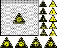 Frontière de sécurité de treillis métallique et signaux d'avertissement Photos libres de droits