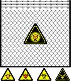 Frontière de sécurité de treillis métallique et signe de biohazard Photos stock