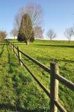 Frontière de sécurité en bois dans un jardin Photo libre de droits