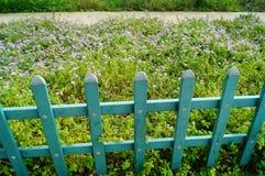 Frontière de sécurité en bois de jardin Photo stock