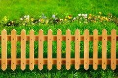 Frontière de sécurité en bois de jardin Photos stock