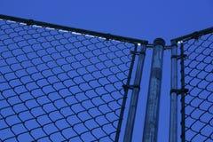 Frontière de sécurité et ciel bleu photo libre de droits