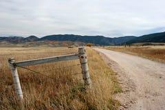 Frontière de sécurité et route Photo stock