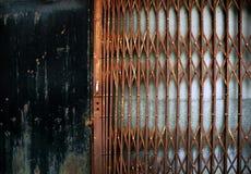 Frontière de sécurité rouillée en métal Image libre de droits