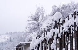 Frontière de sécurité sous la neige Photo stock