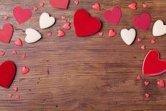 Frontière de vacances des coeurs mélangés pour le jour de valentines Vue supérieure Beau fond avec le symbole de l'amour L'espace Photos stock