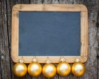 Frontière des boules de Noël d'or Photographie stock libre de droits