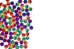 Frontière des boules en plastique bicolores lumineuses Photographie stock libre de droits