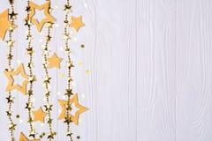 Frontière plate de configuration de grandes et petites étoiles des confettis Perles d'or des étoiles d'éclat Photo stock