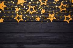 Frontière plate de configuration de grandes et petites étoiles des confettis Perles d'or des étoiles Photo stock