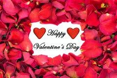 Frontière sèche de pétale de rose avec des coeurs de scintillement et la Saint-Valentin heureuse Image libre de droits