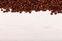 Frontière supérieure des grains de café Images stock