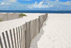 Frontières de sécurité de dune de sable sur la plage image libre de droits