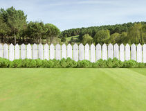 Frontières de sécurité en bois blanches Photographie stock libre de droits