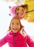 Fronti felici delle ragazze all'aperto Fotografia Stock Libera da Diritti