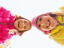 Fronti felici delle ragazze all'aperto Fotografia Stock
