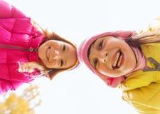 Fronti felici delle ragazze all'aperto Immagini Stock