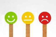 Fronti sorridente verdi, gialli e rossi con il positivo, la persona neutrale ed il Ne royalty illustrazione gratis
