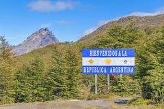 Frontiera del confine di Patagonia fra l'Argentina ed il Cile immagine stock