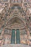 Frontispicio Cathedrale Notre-Dame o catedral de nuestra señora en Estrasburgo, Alsacia, Francia Foto de archivo libre de regalías