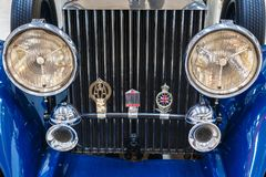 Frontlamps och element av gammal exklusiv lyxig Rolls Royce vint fotografering för bildbyråer