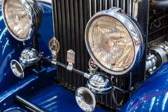 Frontlights och element av gammal exklusiv lyxig Rolls Royce vin arkivbild