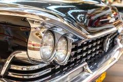 Frontlights och element av gammal exklusiv lyxig Rolls Royce vin arkivfoton