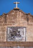 Fronton d'église de Santiago décoré par le chiffre équestre photographie stock libre de droits