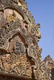 Fronton de temple de Banteay Srei Photos libres de droits