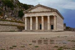 Fronton et colonnes de l'église Photos libres de droits