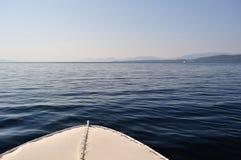 Frontowa część statek z fala na Adriatic morzu Fotografia Royalty Free