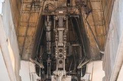 Frontowa desantowa przekładnia duża pasażerskiego samolotu zbliżenia wysokość wyszczególniał widok zdjęcie stock