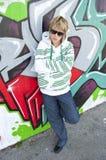 frontowa dziewczyny graffiti pozyci ściana zdjęcie stock