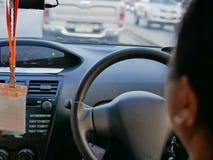 Frontowa konsola napędowy samochód w Tajlandia i kierownica, jadący na prawym pas ruchu, w ten sposób jesteśmy na prawej stronie obraz royalty free