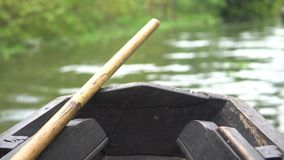 Frontowa porcja mała drewniana działająca łódź zdjęcie wideo