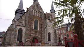 Frontowa powierzchowność kościół w Broglie, Normandy Francja zbiory wideo