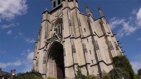 Frontowa powierzchowność kościół w Lisieux, Normandy Francja, plandeka zbiory wideo