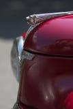 Frontowa strona czerwony Peugeot rocznika samochód obraz royalty free