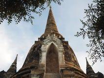 Frontowa strona stara pagoda z niebieskim niebem Zdjęcie Stock