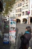 Frontowe pokrywy Międzynarodowa gazeta Obrazy Stock