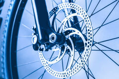 Frontowego koła roweru górskiego widok od Zdjęcia Stock