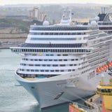 Frontowego widoku MSC Splendida luksusu statek wycieczkowy Obrazy Royalty Free
