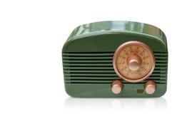 Frontowego widoku zielony i mosiężny radio na białym tle, kopii przestrzeń obraz royalty free