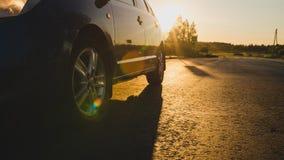 Frontowy boczny widok czarny samochodowego jeżdżenia post Zdjęcia Stock