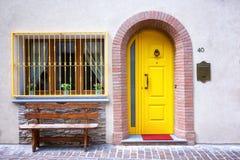 frontowy drzwi kolor żółty Obrazy Royalty Free