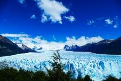 Frontowy i podwyższony widok Perito Moreno lodowiec obrazy royalty free