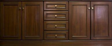 Frontowy kuchenny drewnianej ramy gabinetowy drzwi i kreślarzi robić od da Fotografia Royalty Free