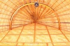 Frontowy przegląd drewniany dom i bambus obrazy stock
