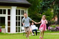 frontowy rodzina dom bawić się target1317_1_ ich obrazy royalty free