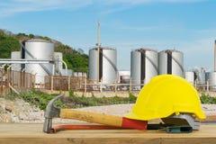 Frontowy widok Żółty Zbawczy hełm, młot, Tnący narzędzia na oleju Obraz Royalty Free